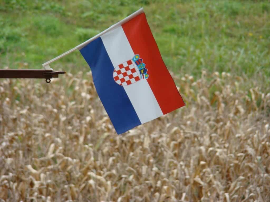 Croatian flag דגל קרואטיה