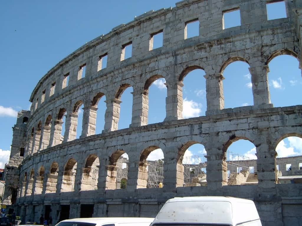 האמפיתאטרון הרומאי בפולה